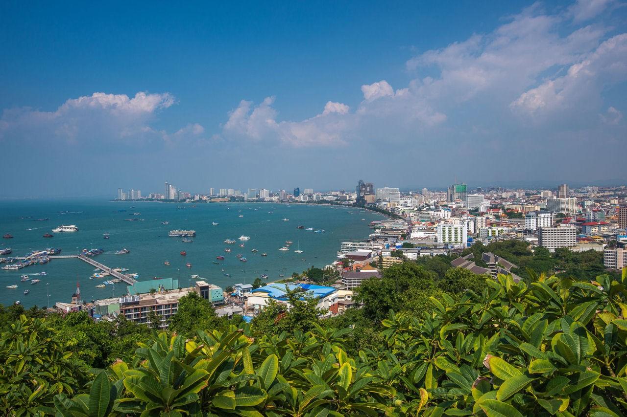 Паттайя — курортный город на юго-востоке Таиланда. Расположен на восточном побережье Сиамского залива, примерно в 165 км к юго-востоку от Бангкока. Находится в провинции Чонбури.
