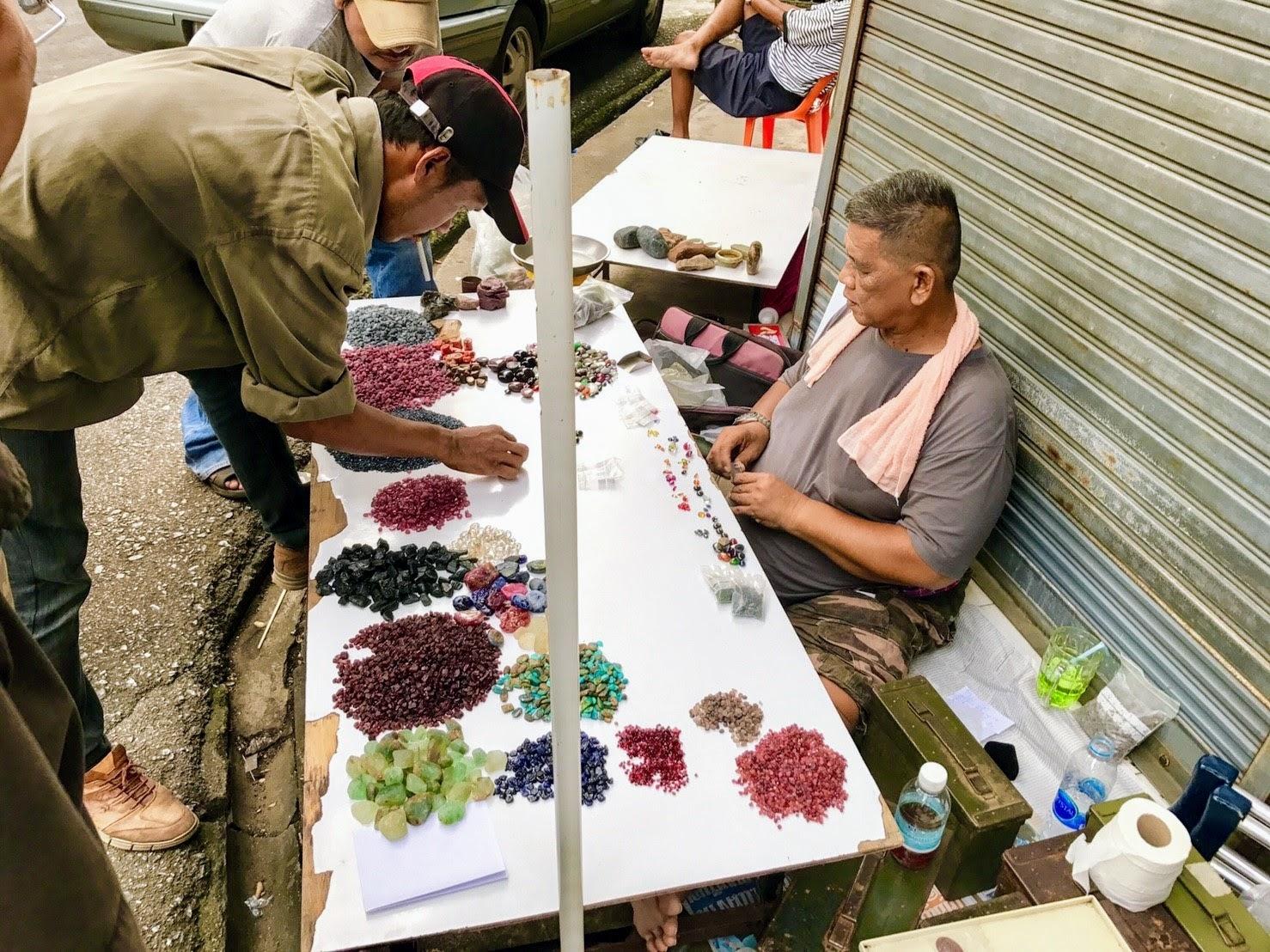 Нелегальный и самый большой в Таиланде рынок драгоценных камней